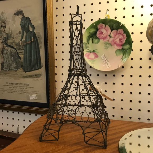 Vintage Other - Paris Wire Statue earring holder